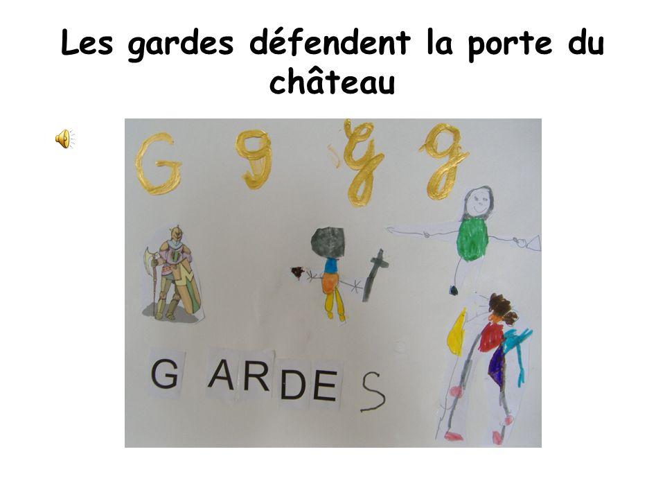 Les gardes défendent la porte du château