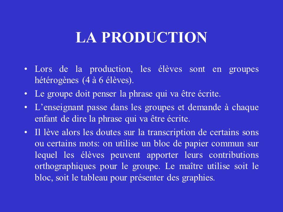 LA PRODUCTION Lors de la production, les élèves sont en groupes hétérogènes (4 à 6 élèves). Le groupe doit penser la phrase qui va être écrite. L'ense