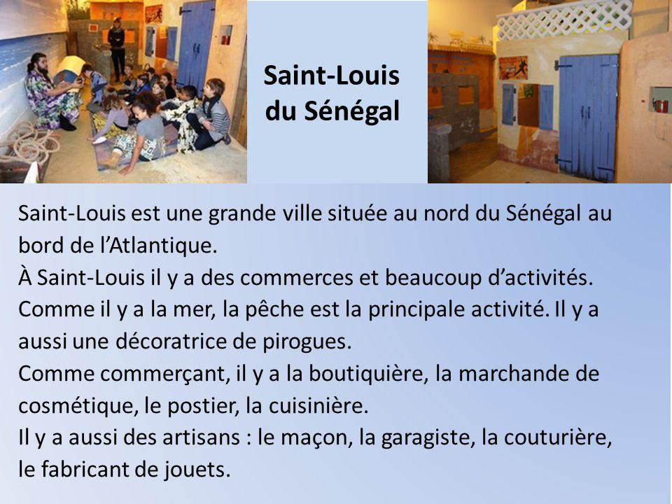 Saint-Louis du Sénégal Saint-Louis est une grande ville située au nord du Sénégal au bord de l'Atlantique. À Saint-Louis il y a des commerces et beauc