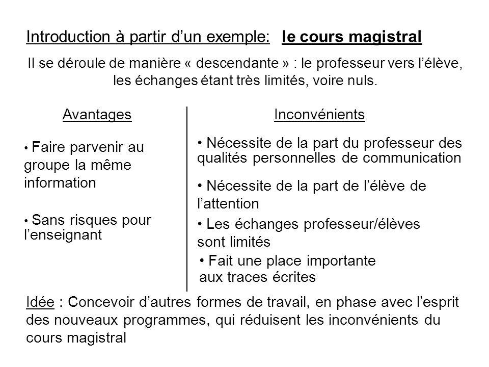 Introduction à partir d'un exemple: le cours magistral Il se déroule de manière « descendante » : le professeur vers l'élève, les échanges étant très