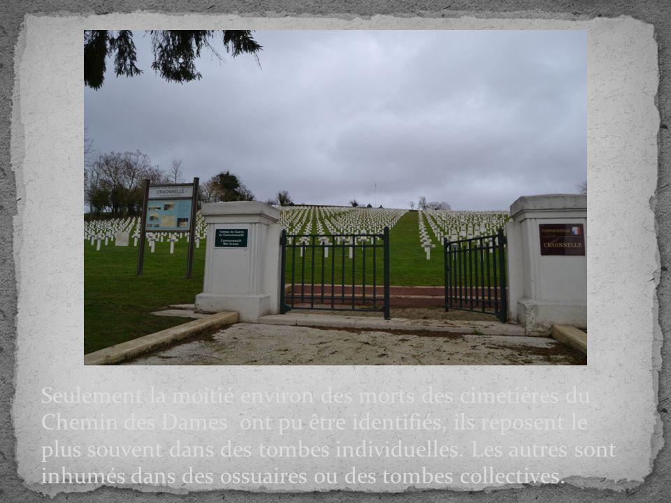 Seulement la moitié environ des morts des cimetières du Chemin des Dames ont pu être identifiés, ils reposent le plus souvent dans des tombes individuelles.