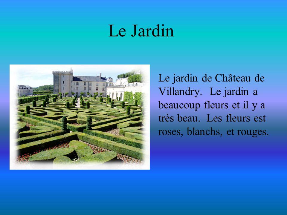 Le Jardin Le jardin de Château de Villandry. Le jardin a beaucoup fleurs et il y a très beau. Les fleurs est roses, blanchs, et rouges.