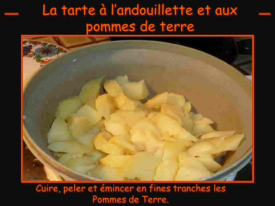 Les Ingrédients : 500 gr de Pommes de terre 2 Andouillettes 2 Oignons de 100 gr 230 gr de pâte brisée 25 cl de bière 70 gr de fromage râpé 3 cuillérée