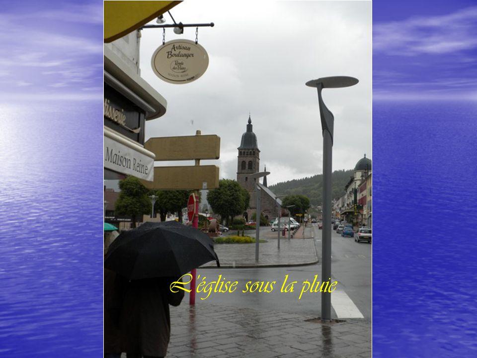 L'église sous la pluie