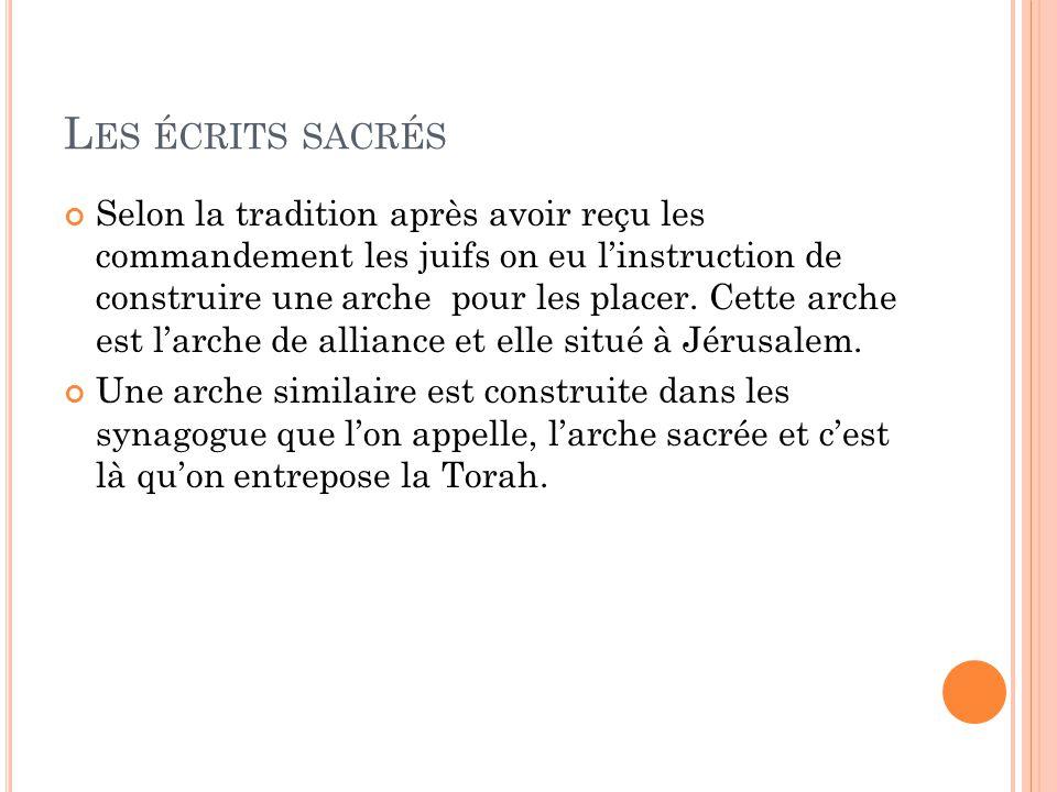 L ES ÉCRITS SACRÉS Selon la tradition après avoir reçu les commandement les juifs on eu l'instruction de construire une arche pour les placer.