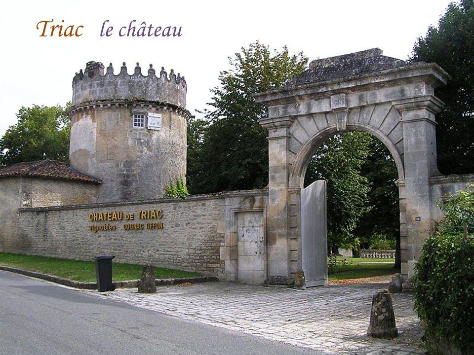 Le puits couvert Julienne La mairie Bibliothèque municipale