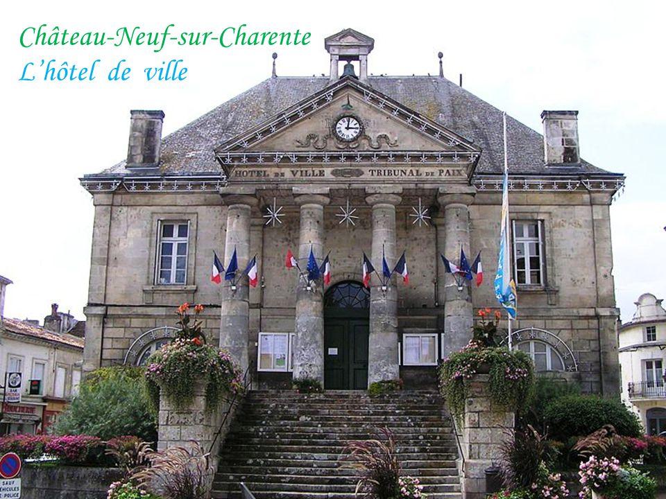 L'église du XIVe siècle Angeac La gare Le lavoir