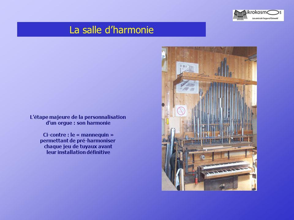 La salle d'harmonie L'étape majeure de la personnalisation d'un orgue : son harmonie Ci-contre : le « mannequin » permettant de pré-harmoniser chaque