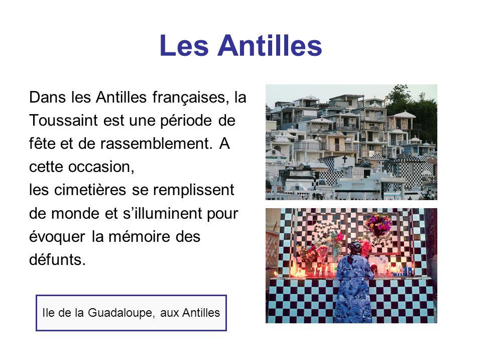 Les Antilles Dans les Antilles françaises, la Toussaint est une période de fête et de rassemblement. A cette occasion, les cimetières se remplissent d
