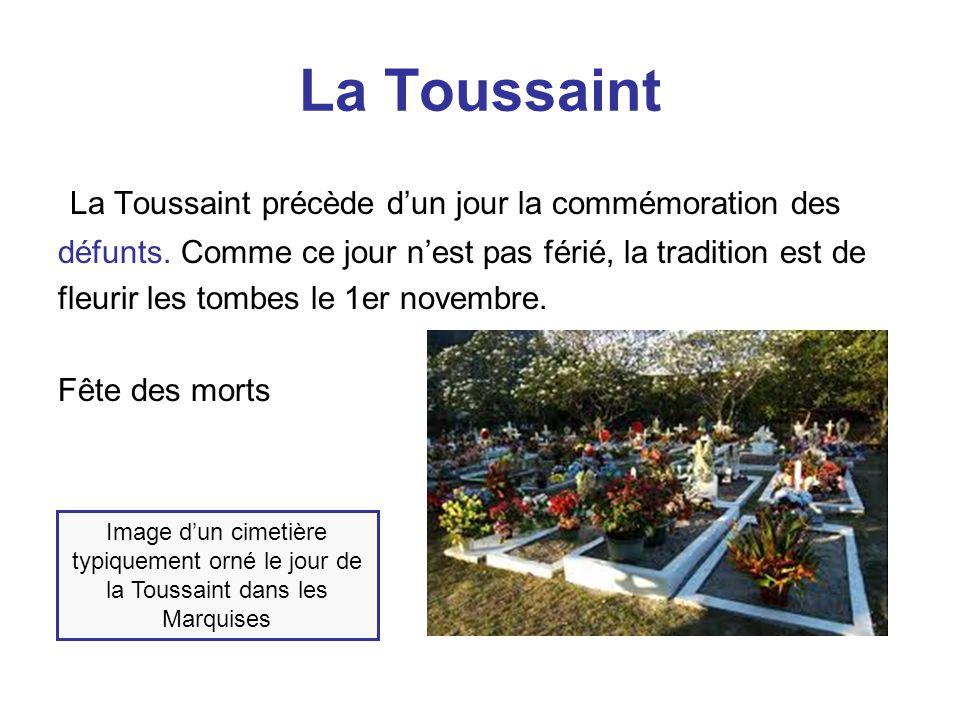 La Toussaint Les familles se réunissent et vont normalement dans le cimetière pour honorer leurs parents décédés et pour mettre de chrysanthèmes sur leurs tombes.