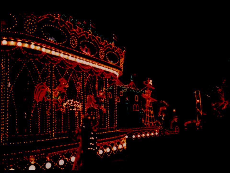 La Parade illuminée de Magic Kingdom est à la fois féerique, majestueuse et fantastique.