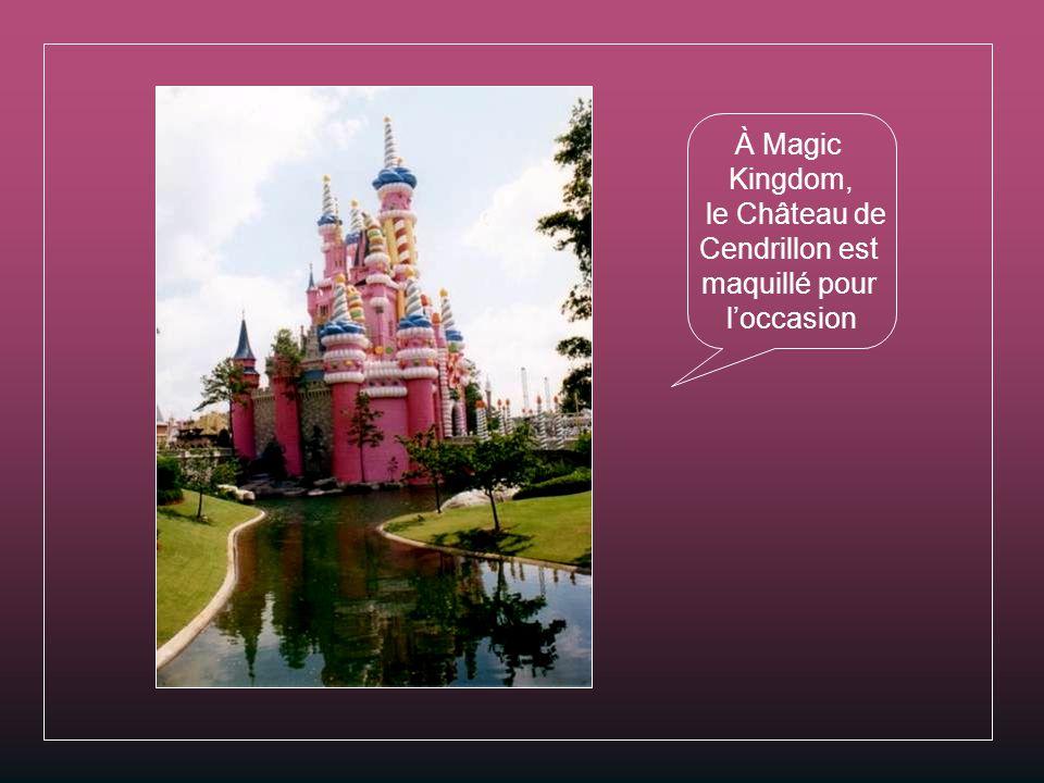 À Magic Kingdom, le Château de Cendrillon est maquillé pour l'occasion