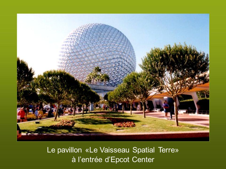 Le pavillon «Le Vaisseau Spatial Terre» à l'entrée d'Epcot Center