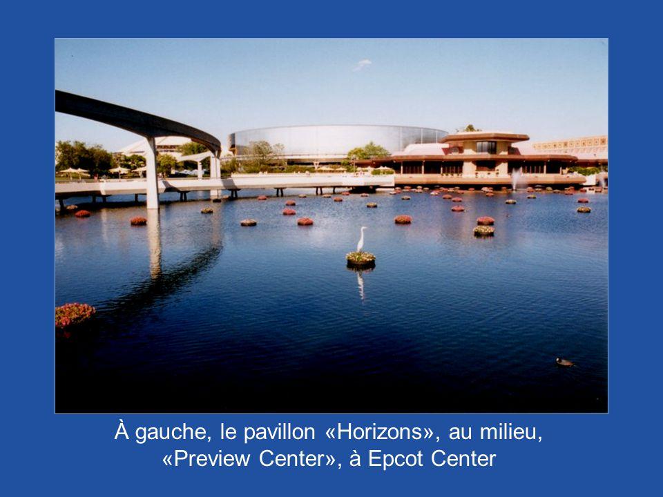 À gauche, le pavillon «Horizons», au milieu, «Preview Center», à Epcot Center
