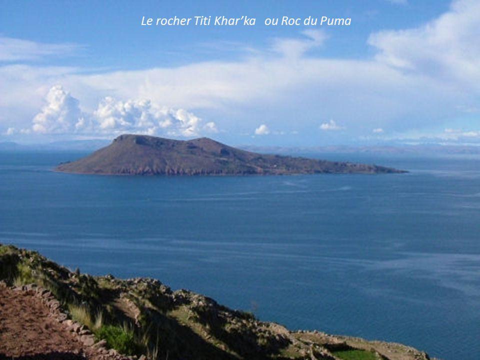 Puno à l' aube sur le lac Titicaca