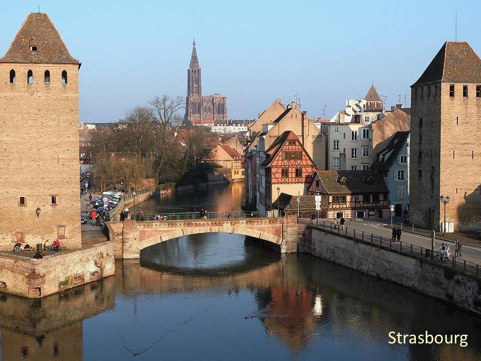 La Maison Kammerzell (XV e siècle) qui se situe à Strasbourg est l'un des plus importants édifices à colombage de la ville. Vie paysanne traditionnell