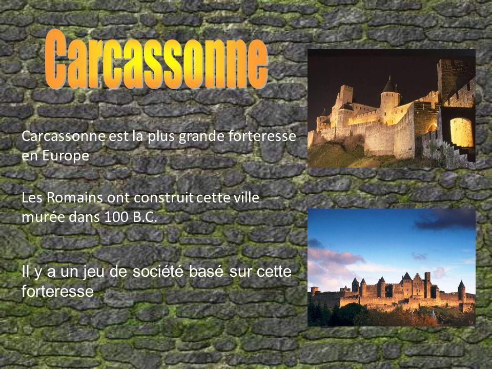 Carcassonne est la plus grande forteresse en Europe Les Romains ont construit cette ville murée dans 100 B.C. Il y a un jeu de société basé sur cette
