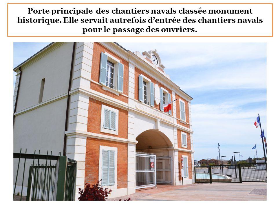 Porte principale des chantiers navals classée monument historique. Elle servait autrefois d'entrée des chantiers navals pour le passage des ouvriers.