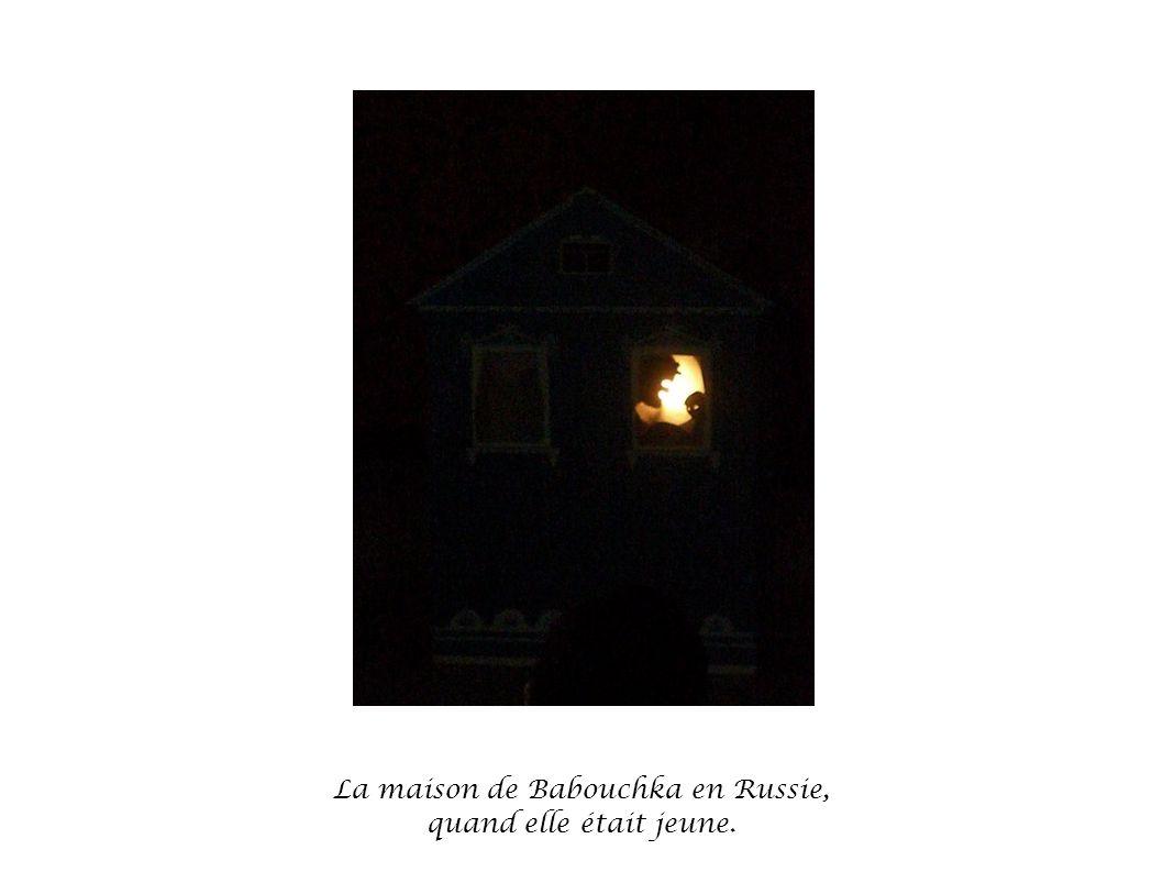 La maison de Babouchka en Russie, quand elle était jeune.