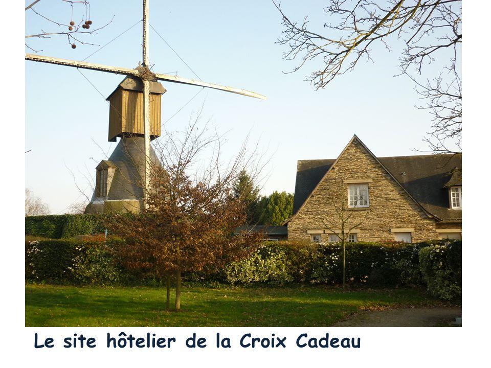 ²² Le Val, La Membrolle Entrée de Montreuil-Juigné Avrillé A11 : Nantes, Paris, Tours, La Croix Cadeau