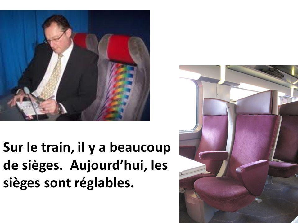 Sur le train, il y a beaucoup de sièges. Aujourd'hui, les sièges sont réglables.