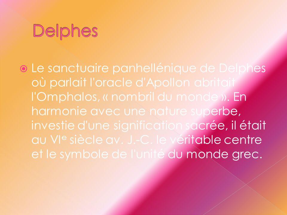  Le sanctuaire panhellénique de Delphes où parlait l'oracle d'Apollon abritait l'Omphalos, « nombril du monde ». En harmonie avec une nature superbe,