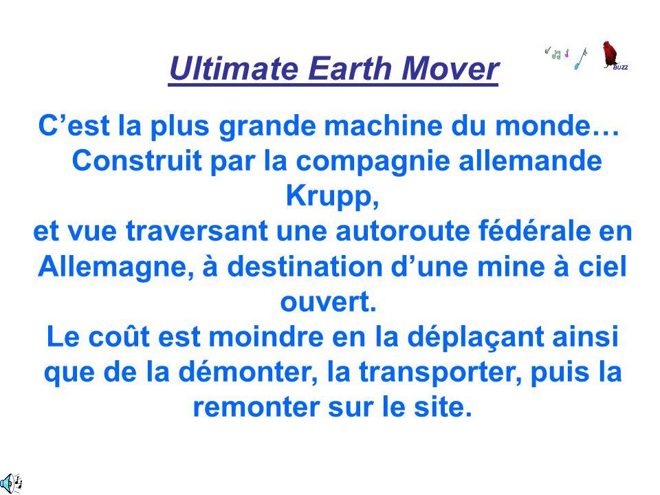 Ultimate Earth Mover C'est la plus grande machine du monde… Construit par la compagnie allemande Krupp, et vue traversant une autoroute fédérale en Al