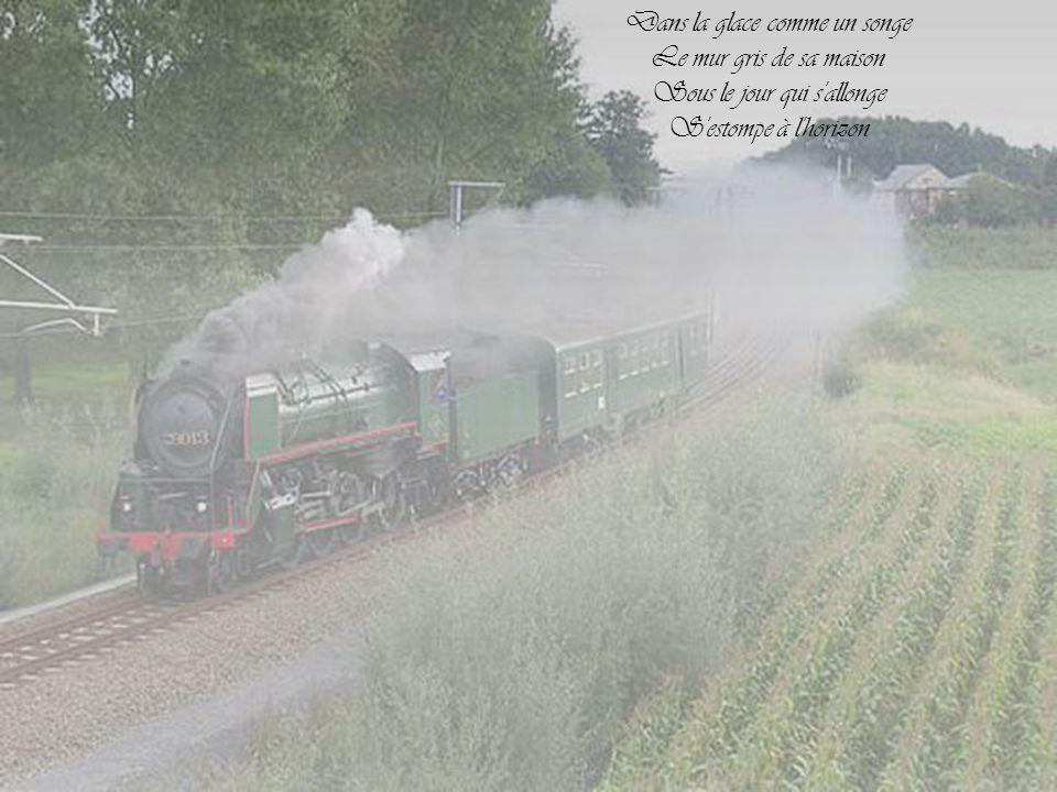 Lentement dans le soir Le train s'en va Sur le quai son mouchoir S'enfuit déjà