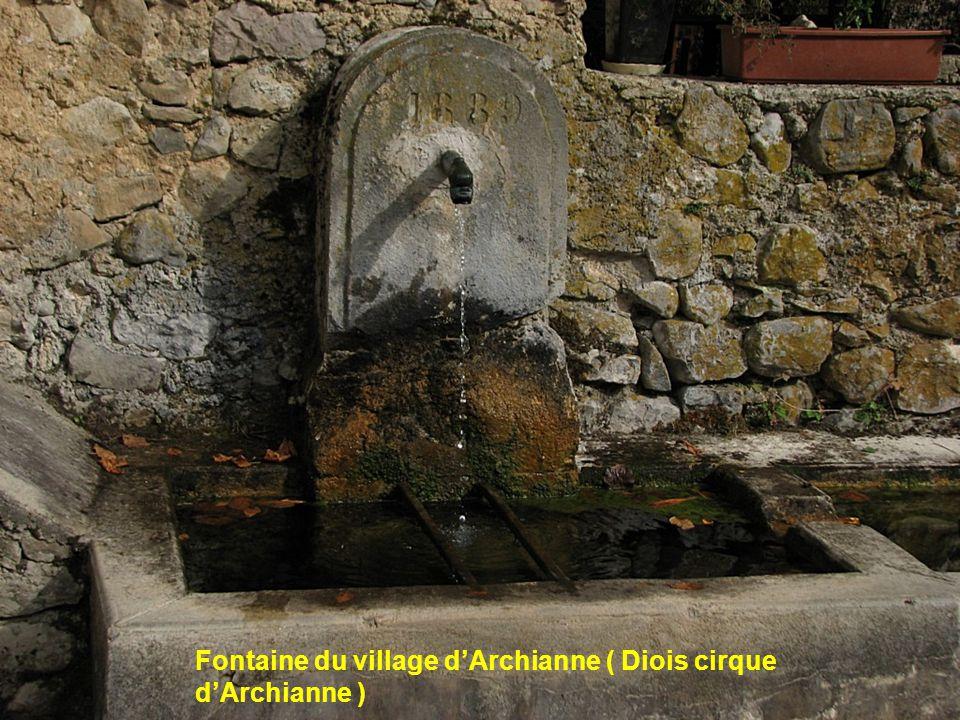 Fontaine du village d'Archianne ( Diois cirque d'Archianne )