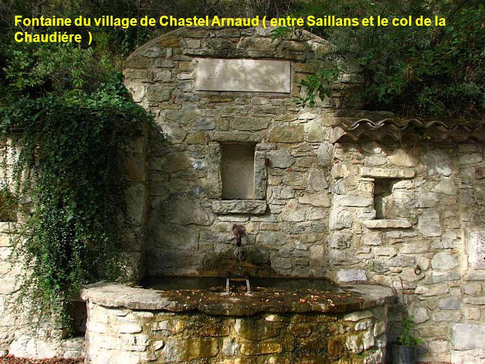 Fontaine du village de Chastel Arnaud ( entre Saillans et le col de la Chaudiére )