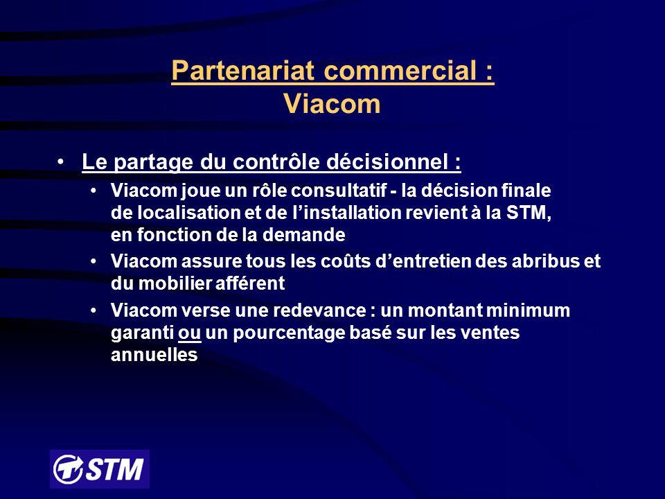 Partenariat commercial : Viacom Processus : Conception, fabrication, installation et entretien des abribus avec publicité sont confiés à Viacom Viacom sous-contracte l'entretien de ses abribus à une firme spécialisée La STM a convenu avec son syndicat qu'elle maintiendrait un minimum de 865 abribus qui étaient dans son parc avant l'entente