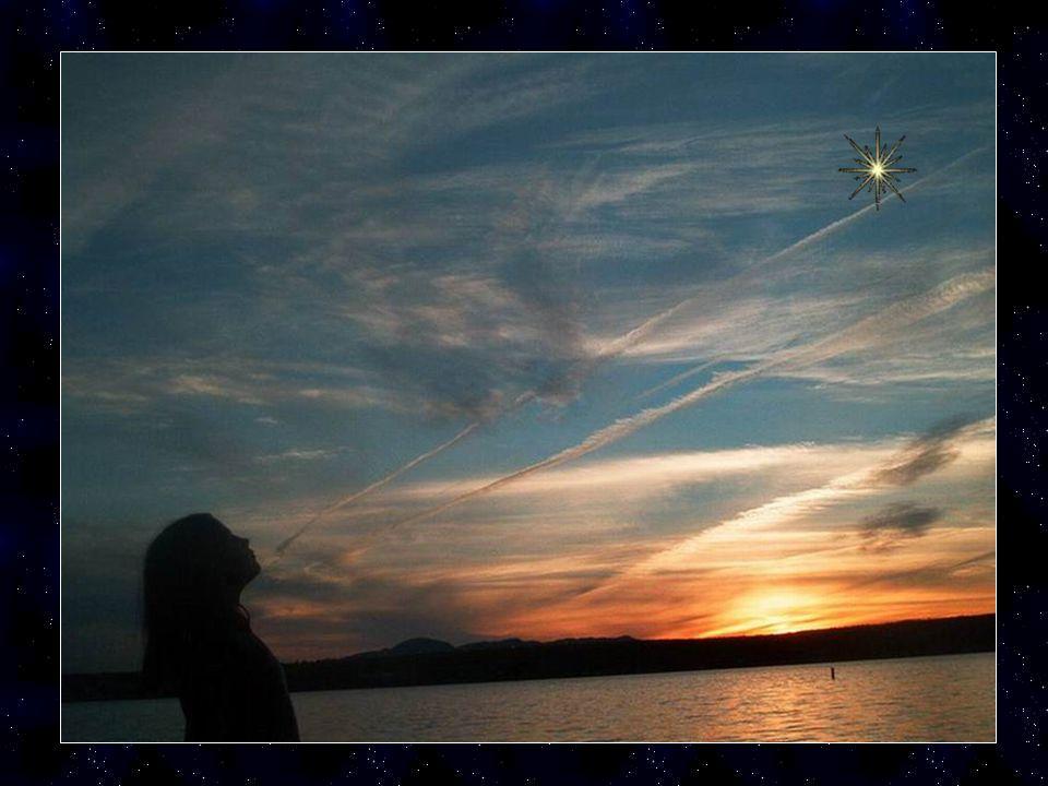 Regarde cette petite étoile dans le ciel c'est la tienne! Elle est là elle brille le soir quand il fait nuit avec toutes les autres et en levant les y