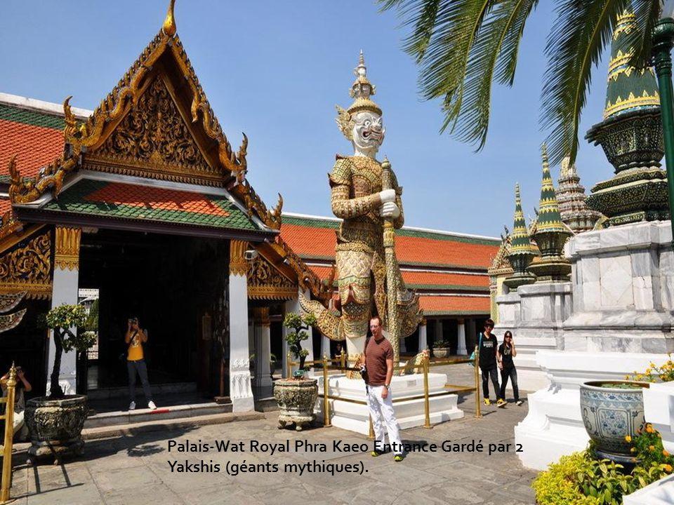 Wat Arun le Temple de l Aube est un temple Bouddhiste (Wat) à Bangkok Yai le quartier de Bangkok, la Thaïlande, sur la Cisjordanie(la rive ouest) Thonburi du Chao Phraya la Rivière(le Fleuve).