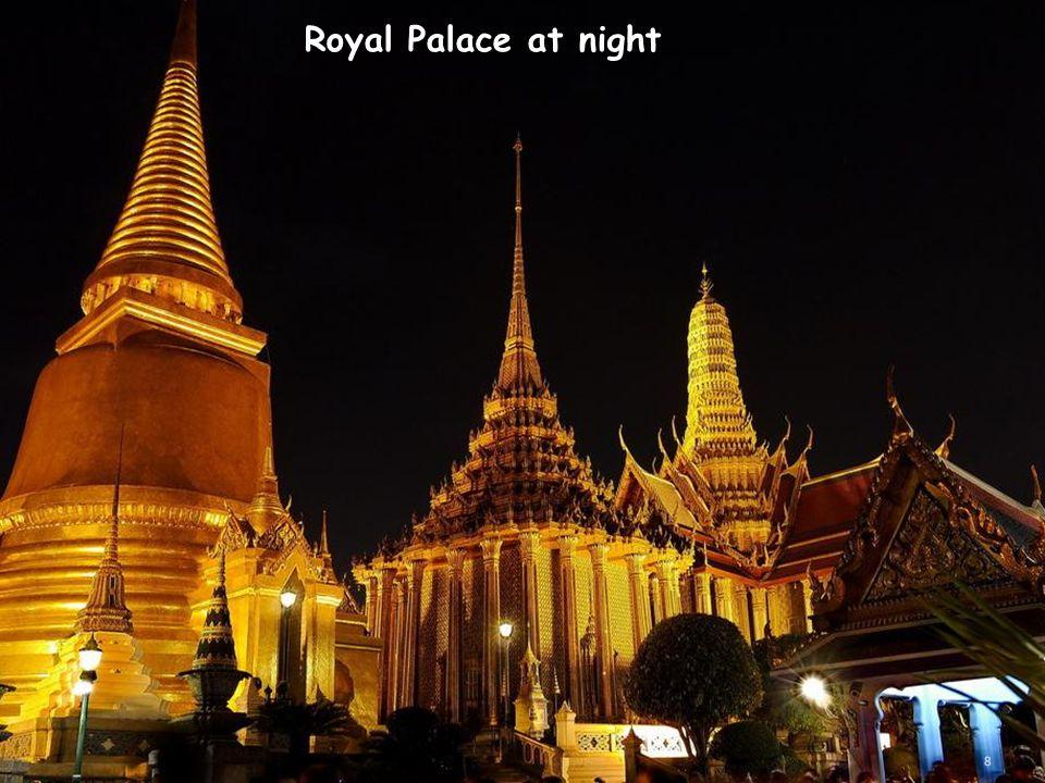 Royal Palace at night 8