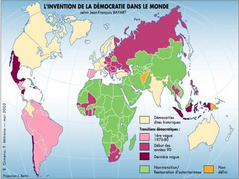 Le pouvoir en démocratie Dans une démocratie, ce ne sont pas juste les politiciens qui ont une certaine forme de pouvoir.