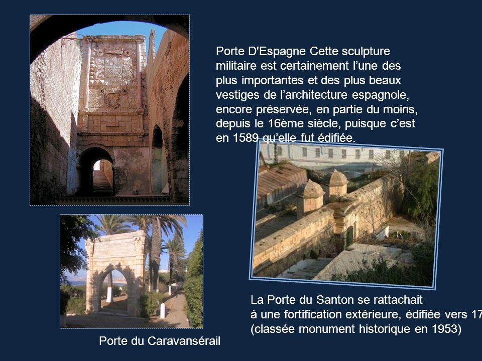 Le Château Neuf est un ensemble fortifié, construit à partir de 1331,sur un éperon rocheux, au nord de la Place du 1er Novembre. Borne signalant le ce