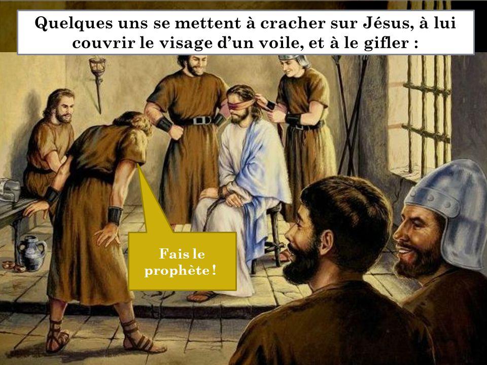 Fais le prophète ! Quelques uns se mettent à cracher sur Jésus, à lui couvrir le visage d'un voile, et à le gifler :