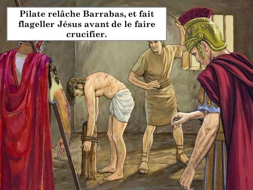 Alors Pilate Pilate relâche Barrabas, et fait flageller Jésus avant de le faire crucifier.