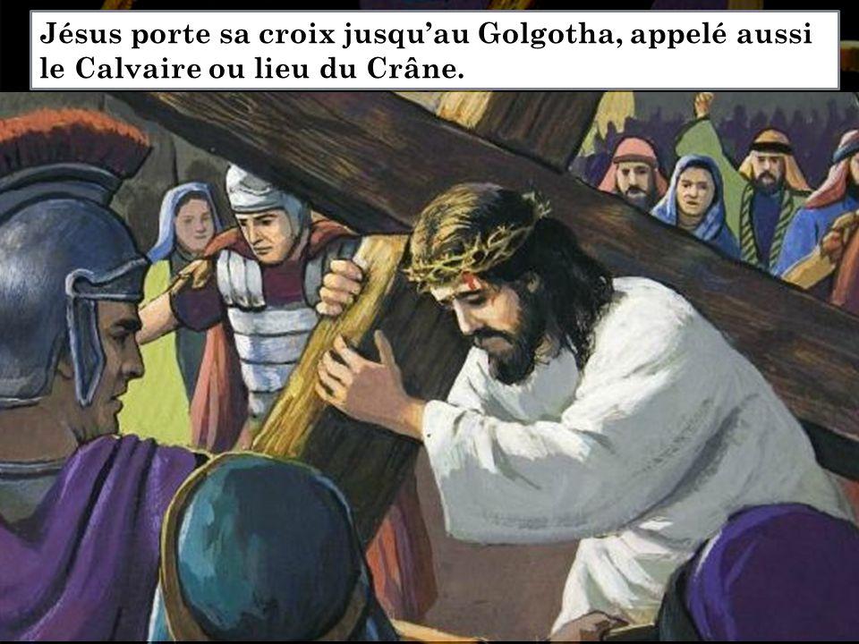Jésus porte sa croix jusqu'au Golgotha, appelé aussi le Calvaire ou lieu du Crâne.
