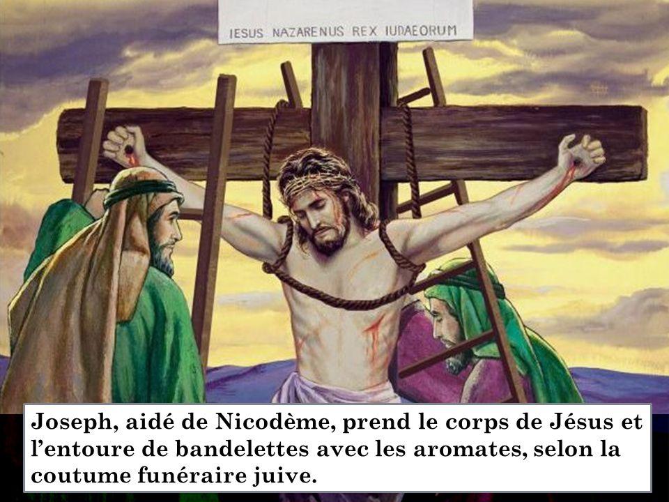 Joseph, aidé de Nicodème, prend le corps de Jésus et l'entoure de bandelettes avec les aromates, selon la coutume funéraire juive.
