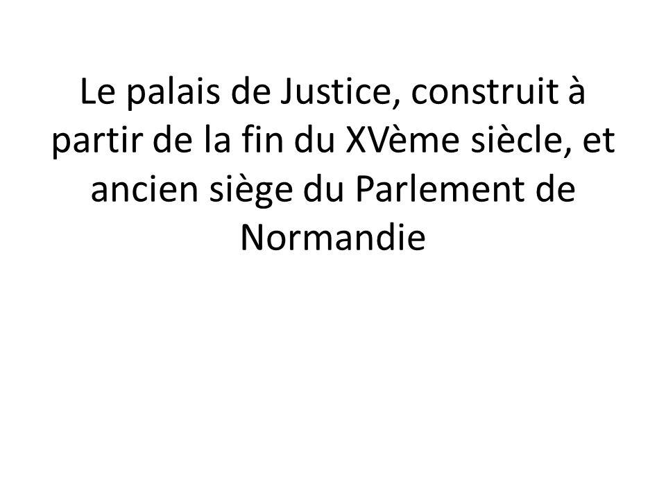Le palais de Justice, construit à partir de la fin du XVème siècle, et ancien siège du Parlement de Normandie