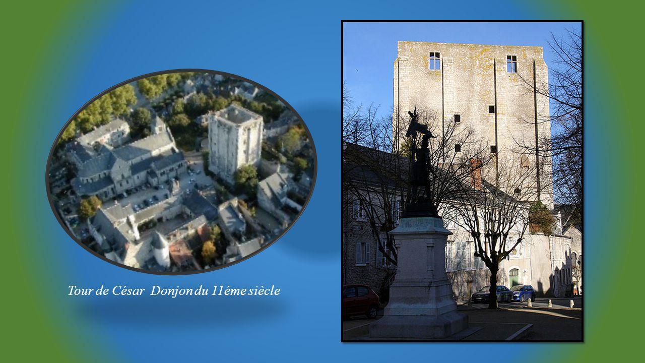 Eglise Abbatiale Notre DameTour clocher Saint Firmin