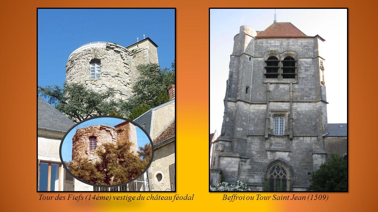 SANCERRE (Cher) cité médiévale berrichonne perchée sur un piton rocheux.
