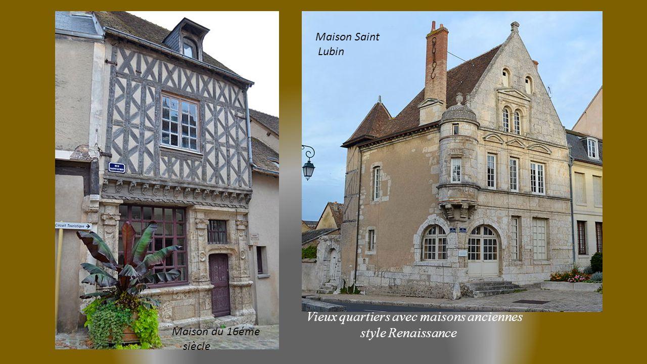 Vieux quartiers avec maisons anciennes style Renaissance Maison du 16éme siècle Maison Saint Lubin