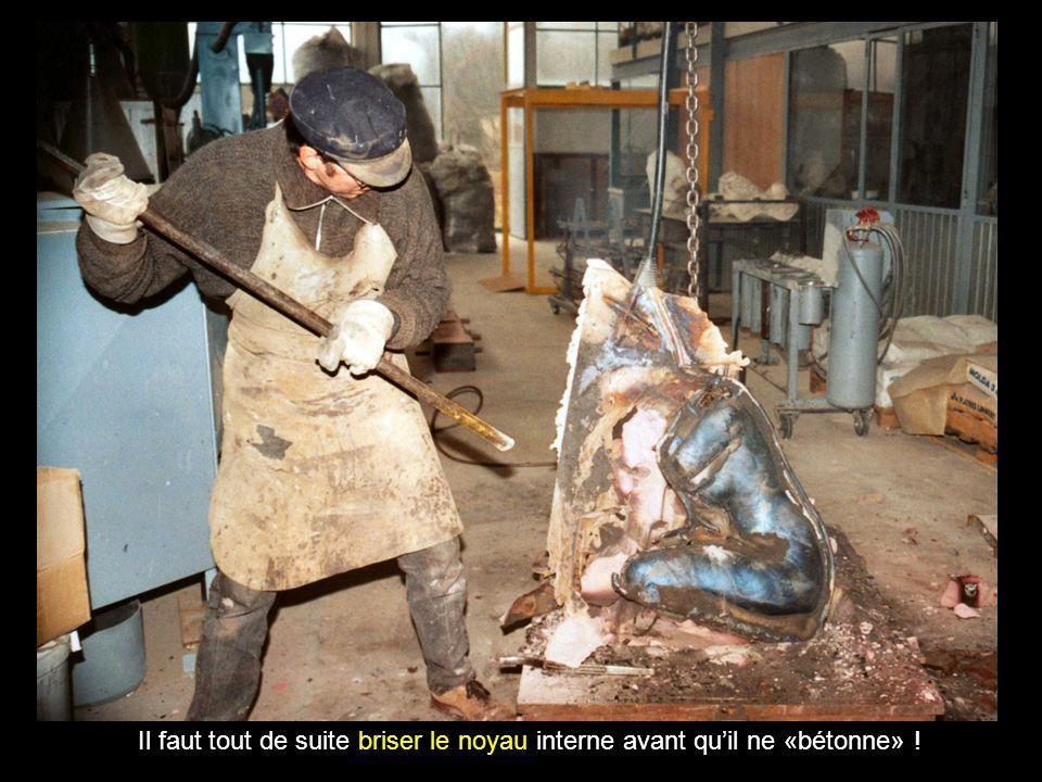 Le métal est durci mais brûlant, le moule est détruit : des fuites aux jointures !