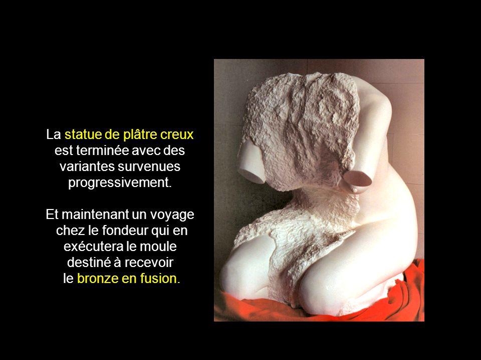 Statue en projet Ebauche grossière de plâtre creux.