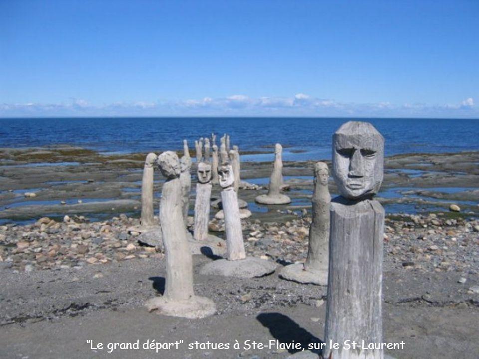 ''Le grand départ'' statues à Ste-Flavie, sur le St-Laurent