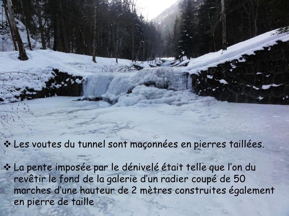  Les voutes du tunnel sont maçonnées en pierres taillées.