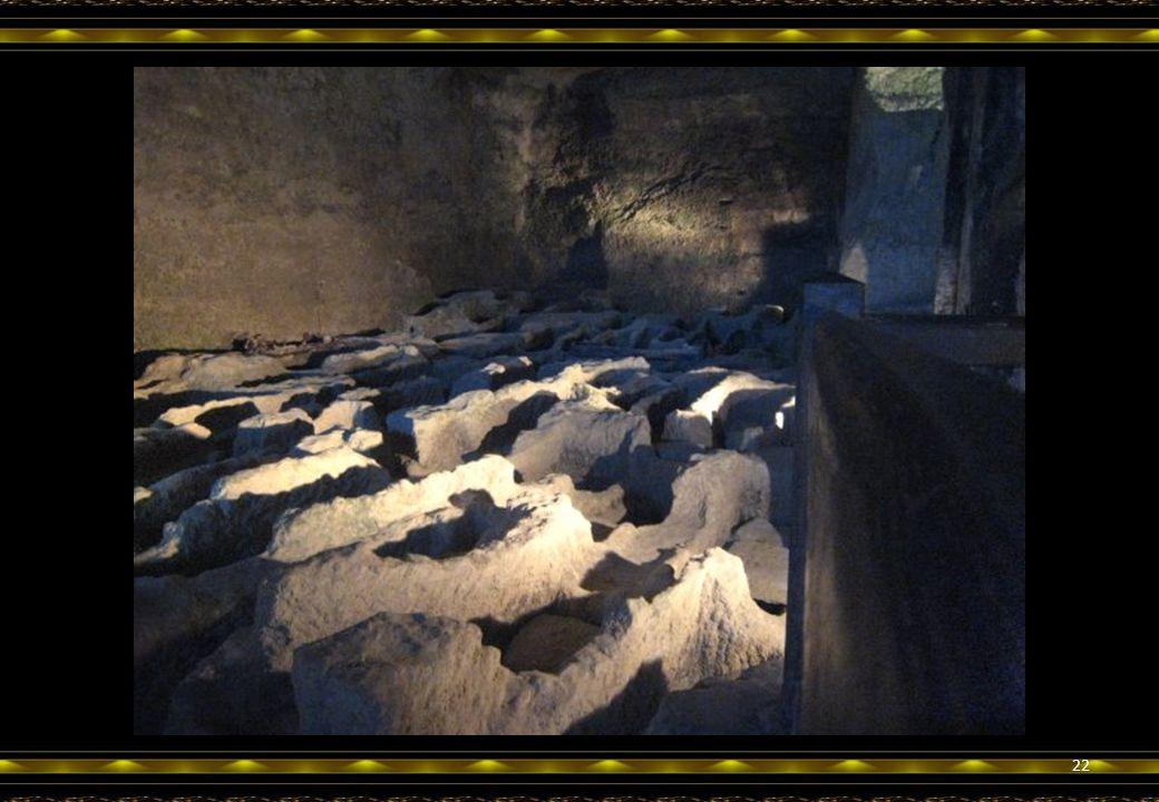 Etonnante nécropole. Plus de 80 sarcophages creusés dans le rocher y furent découverts. Sépultures des moines ou des habitants du village? 21