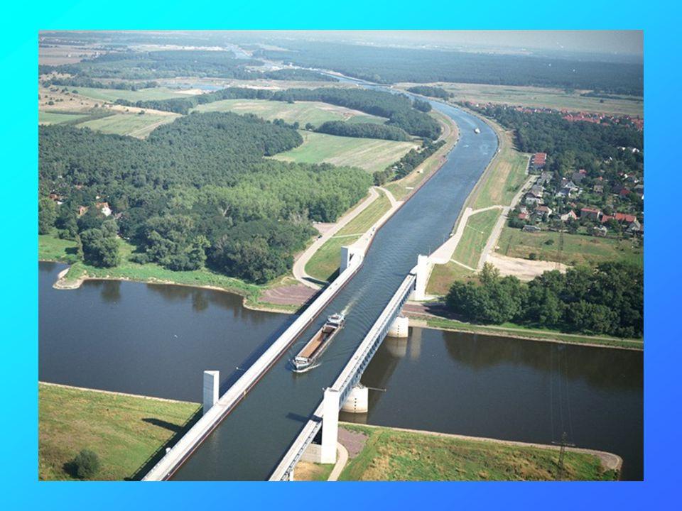 Voici le pont pour rivière en Allemagne.